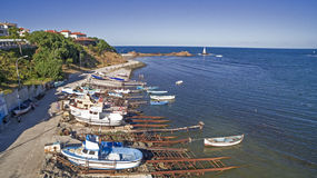 小船鸟瞰图在黑海,阿赫托波尔,保加利亚 免版税库存照片