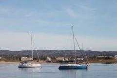 小船,海岛Tavira葡萄牙 免版税图库摄影