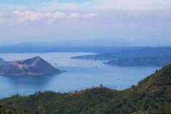 小船驻地和紫色天空在菲律宾 免版税库存照片