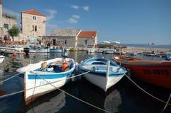 小船bol brac克罗地亚港口海岛 图库摄影
