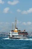 小船bosphorus伊斯坦布尔乘客火鸡 库存图片