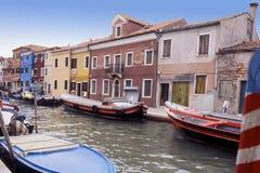小船burano意大利被停泊的威尼斯 免版税库存图片