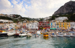 小船capri海岛 免版税库存照片