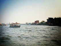 小船chao praya河 库存照片