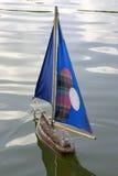 小船des法国jardin巴黎木航行的tuileries 库存图片