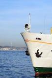 小船doc伊斯坦布尔蒸汽 免版税库存照片