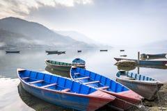 小船fewa湖尼泊尔pokhara 库存图片