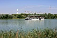 小船guadalquivir河塞维利亚浏览 免版税图库摄影