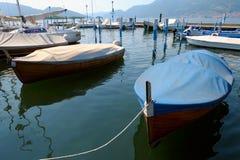 小船iseo意大利伦巴第海滨广场 库存图片