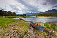 小船killarney湖 库存图片