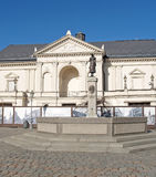 小船klaipeda立陶宛meridianas多数一个可认识的s航行符号 剧院正方形的克莱佩达戏曲剧院 库存照片