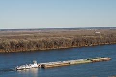 小船mississippe河猛拉 免版税库存照片