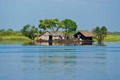 小船tipical柬埔寨的房子 库存照片