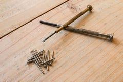 2小螺丝刀和坚果 免版税库存照片