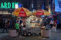 小街道商店在时代广场 库存照片