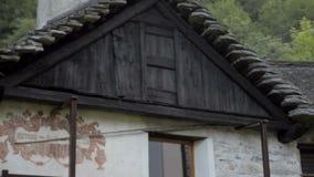 小被忘记的传统村庄和教会,丢失在意大利瑞士阿尔卑斯在洛枷诺附近 影视素材