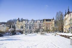 小西部漂泊温泉镇Marianske Lazne Marienbad在与雪的冬天-捷克的温泉中心 免版税图库摄影