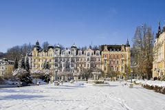 小西部漂泊温泉镇Marianske Lazne Marienbad在与雪的冬天-捷克的温泉中心 免版税库存图片
