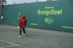 小辈网球赛橙色碗男孩 免版税库存照片