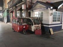 小都市交通在北京Hutong地区  库存图片