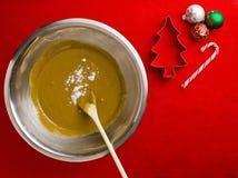 小铲顶视图在巧克力糖浆的与曲奇饼切削刀和ch 免版税库存图片