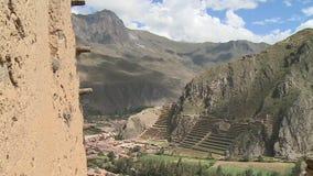 小镇和有些台阶被修造入小山 股票录像