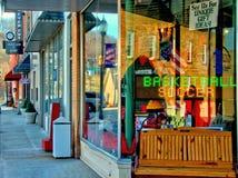 小镇商店前面 免版税库存图片