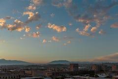 小镇的云彩和基础设施照片  免版税库存照片