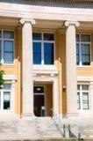 小镇砖市政厅大厦 免版税库存照片