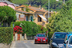 小镇马尔恰纳马里纳狭窄的街道厄尔巴岛的 库存照片