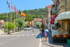 小镇马尔恰纳马里纳美丽如画的街道厄尔巴岛的, 免版税库存图片