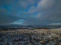 小镇鸟瞰图在立陶宛,约尼什基斯 晴朗的冬日 免版税库存图片