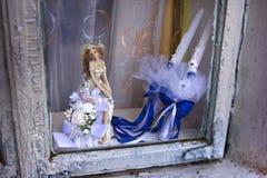 小雕象和婚礼辅助部件 库存照片