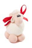 小雕象在白色背景隔绝的玩具羊羔 免版税库存图片