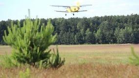 小飞机从机场, agriculturial飞机起飞 股票视频