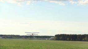 小飞机从机场, agriculturial飞机起飞 影视素材