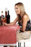 小餐馆愉快的妇女 免版税库存照片