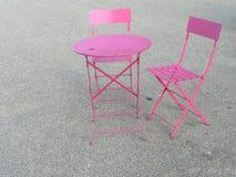 小餐馆椅子集合点 图库摄影