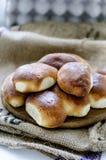 小馅饼用被炖的圆白菜 图库摄影