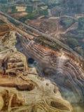 小高速公路环形交通枢纽空中平面看法在以色列、石猎物、granit和钙附近的 库存照片