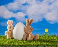 小鸡来 愉快的复活节 免版税库存图片