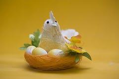 小鸡装饰复活节 库存图片
