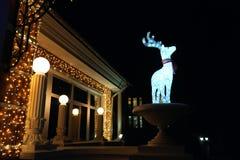 小鹿的发光的雕象 免版税库存照片