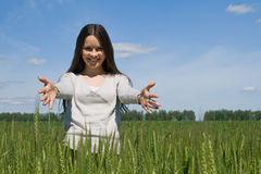 小麦域的女孩 图库摄影