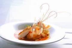 小龙虾五颜六色的盘用调味汁 库存图片