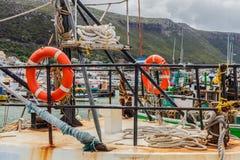 小龙虾漂浮在港口的螃蟹小船 库存图片
