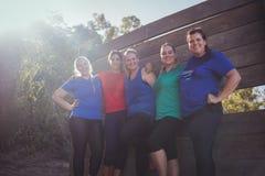 小组一起站立在新兵训练所的适合妇女 图库摄影