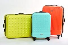 小组三个五颜六色的手提箱 库存图片