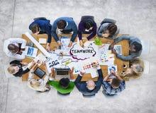 小组不同的不同种族的商人配合 免版税图库摄影
