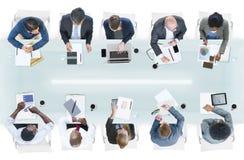 小组不同的商人在会议 免版税库存图片